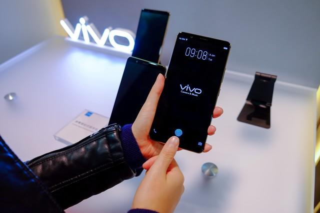 国产手机真给长脸 vivo屏幕指纹机厉害了