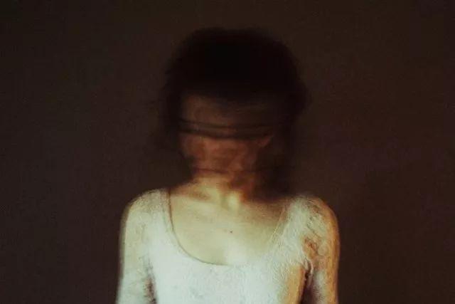 她镜头下的身体就3个字:空灵美丨 摄影师