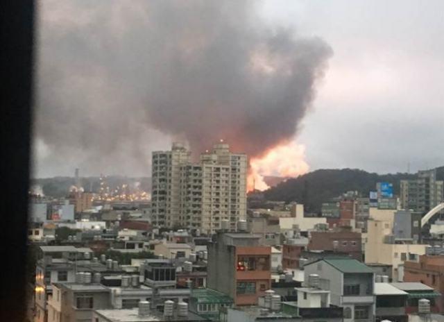 台湾一炼油厂突发爆炸烈焰冲天 5公里内住户震醒