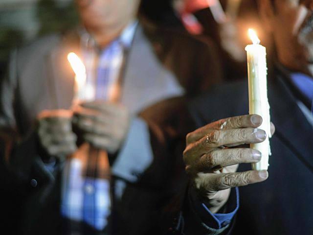 11月27日,开罗,埃及民众悼念西奈恐袭事件中的遇难者。(新华/法新)