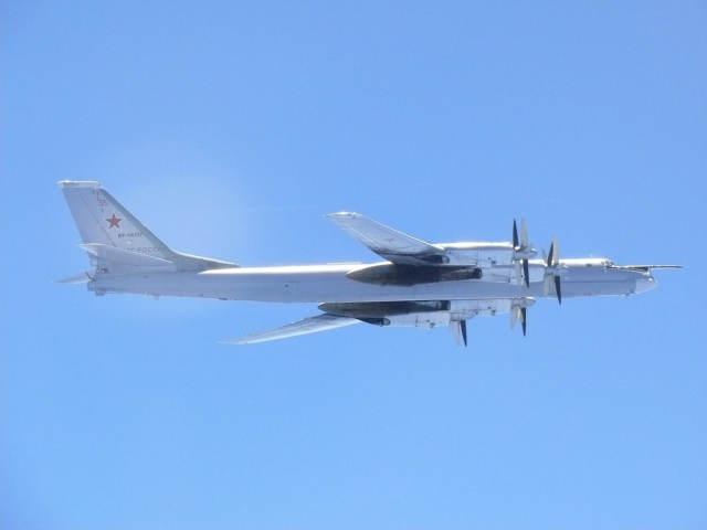 图-95型战略轰炸机资料照片。(新华/路透)
