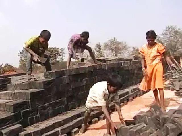 从事建筑工作的抵押童工
