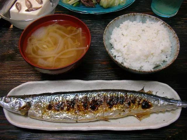 ▲日本网友Nakano在Flickr网站上传秋刀鱼配米饭照片