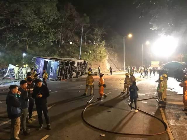 香港大埔车祸死亡人数增至19人,涉事巴士司机被捕