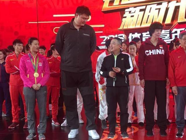 刘国梁与姚明聊天