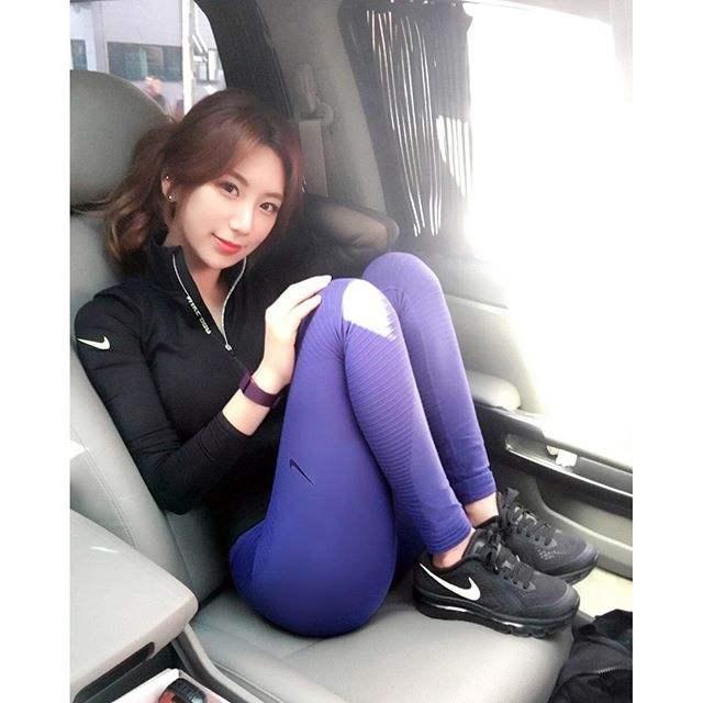 教练v教练网红撞脸黄圣依性感国产不输韩国最美女性感美艳丝袜图片