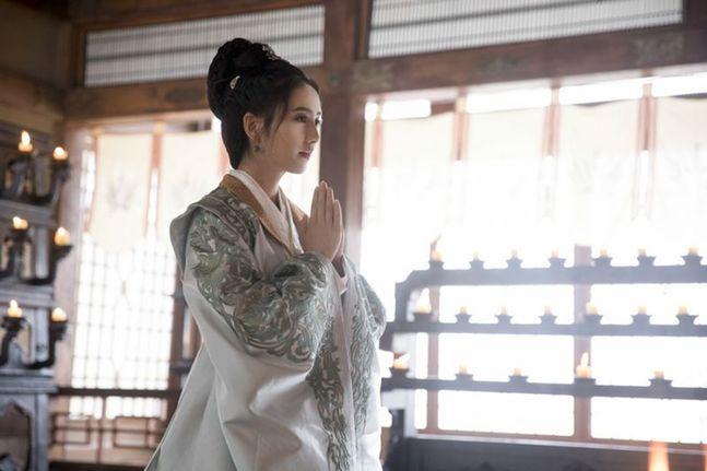 佟丽娅:黄晓明这回演了 最合适的角色