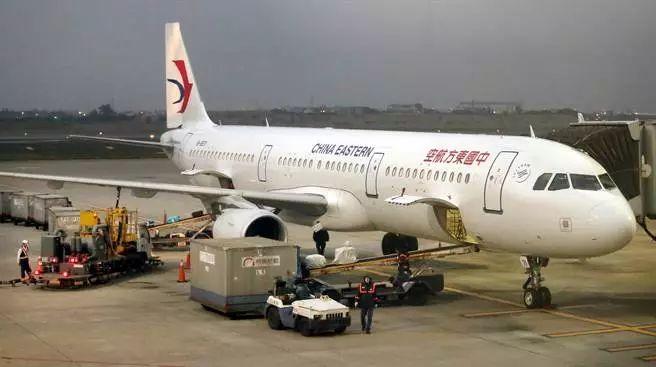 1月20日东方航空班机飞抵桃园机场。(图:中时电子报)