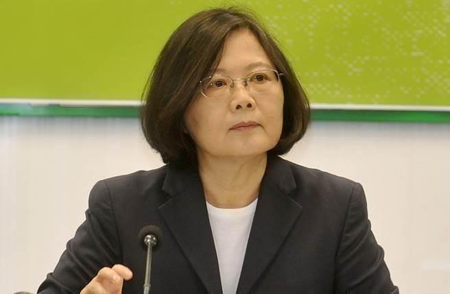 """台湾地区领导人蔡英文对民调大跌有恃无恐(图片来源:""""中时电子报"""")"""