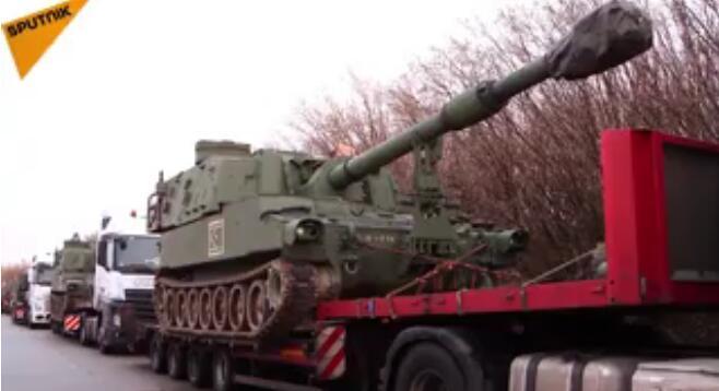 德国交警拦截美国榴弹炮运输车队:违规