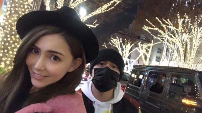 周杰伦晒与昆凌甜蜜合影 庆祝结婚周年快乐