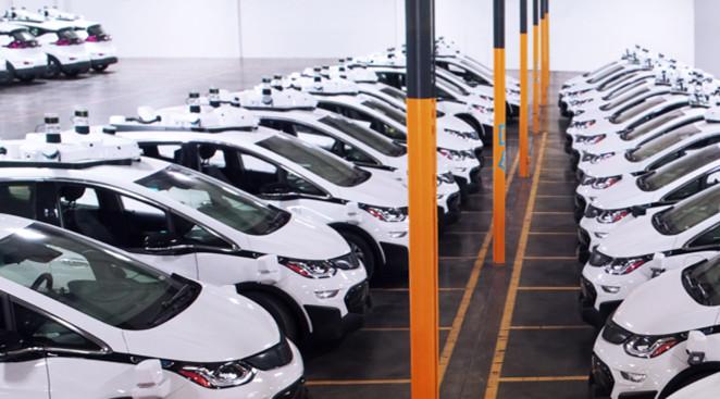 通用汽车的第二代自动驾驶测试车,正在位于密歇根州的工厂进行组装