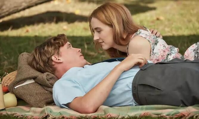 """""""切瑟尔海滩上""""预告 西尔莎·罗南诠释爱情故事"""