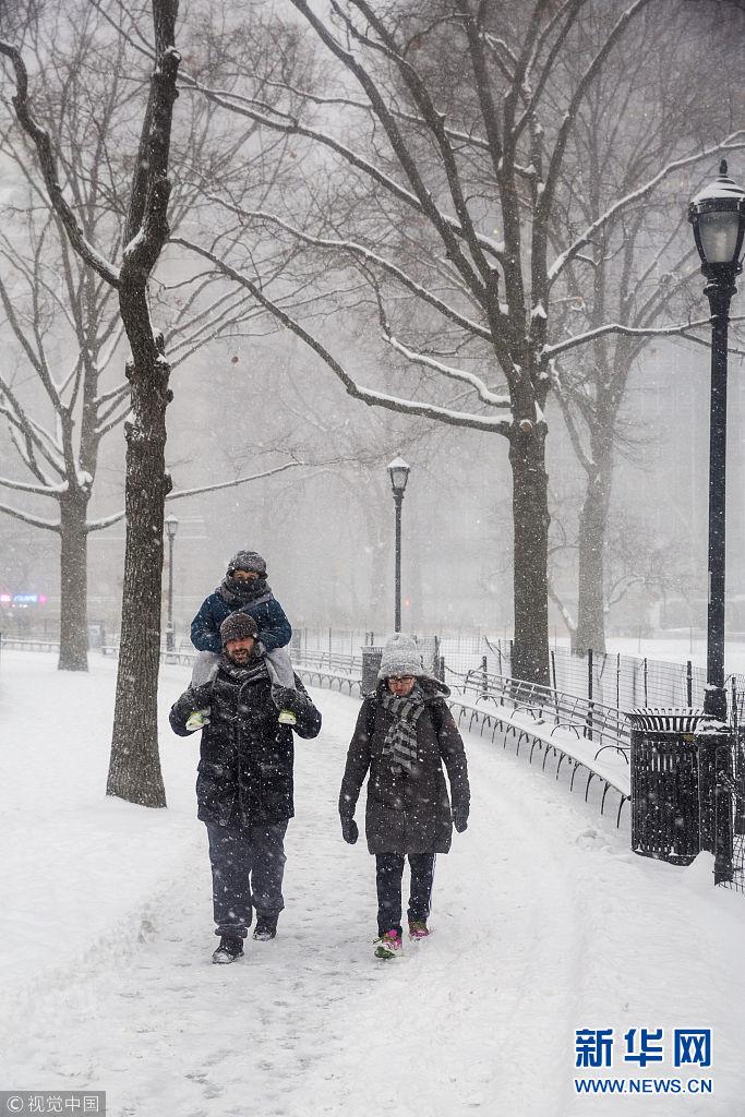 """纽约持续遭寒流袭击 民众络腮胡结冰变""""雪人"""""""