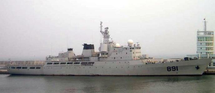 """图片:安装第一代""""中华神盾""""相控阵雷达时候的""""毕昇""""舰。"""