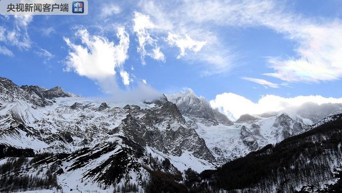 法国萨瓦省伊泽尔谷地区发生雪崩致2人遇难