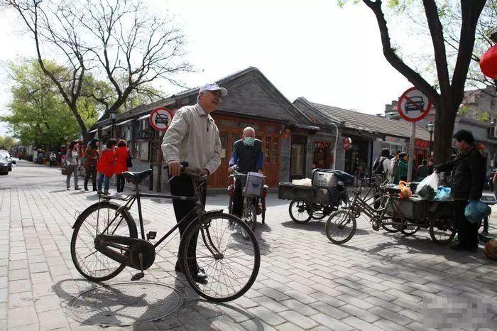 ▲小鲁就这样骑自行车穿行在北京的大街小巷