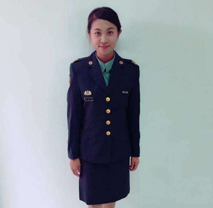 林姓女士官身穿台军军服