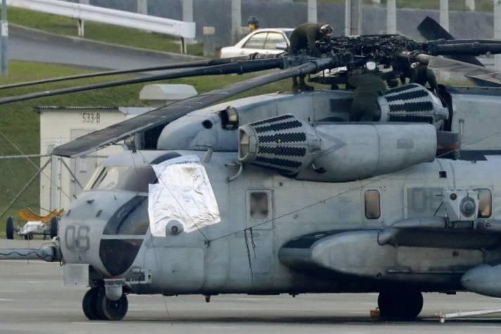 ▲掉落舷窗的CH-53E直升机