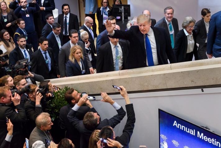 """特朗普达沃斯演讲 开篇就称会坚持""""美国"""