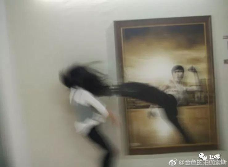"""""""我的18岁,怕是脑壳有问题哦!""""刷屏的18岁照片出现了一股新的泥石流!太刺激了哈哈哈哈哈"""
