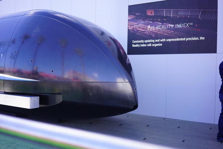 超级高铁原型机亮相了,但现场关注的人不太多 | CES 2018
