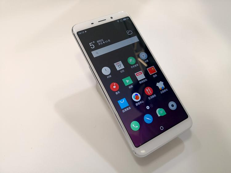 魅蓝也出了全面屏手机,但看上去和之前一个模版