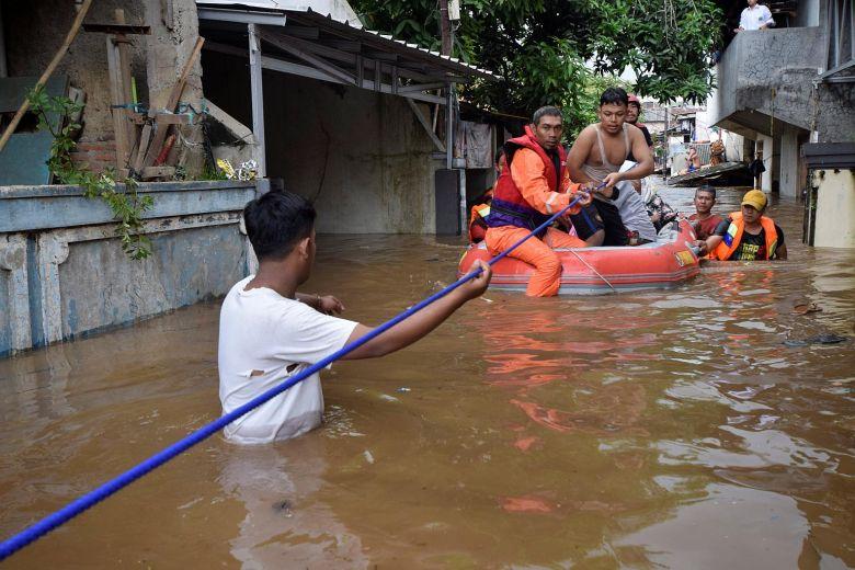 印尼雅加达大雨引发泥石流 6500人被紧急疏散