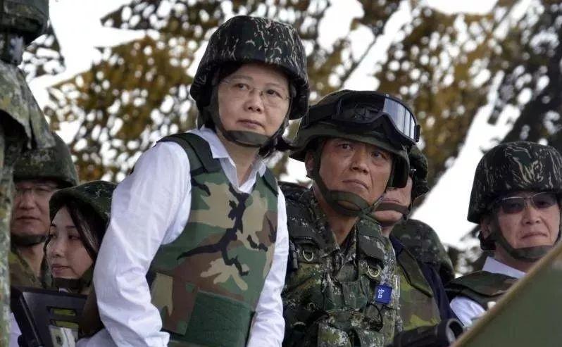 ▲蔡英文视察军队资料图