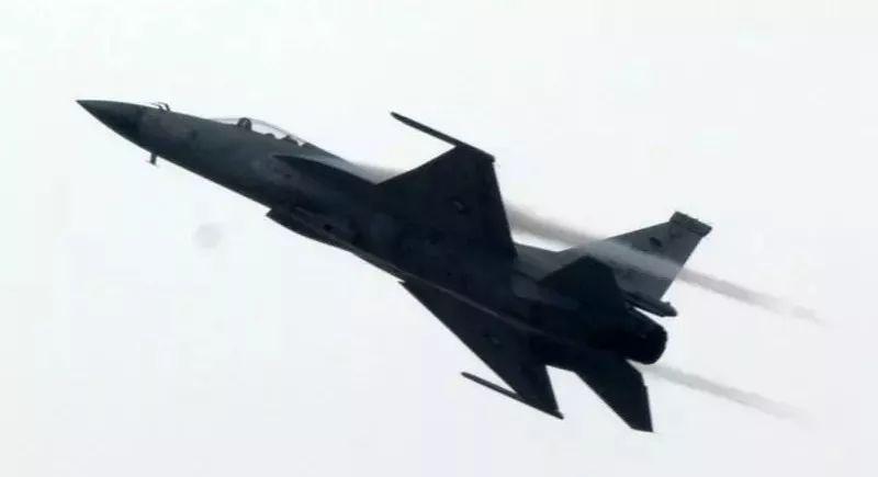 """▲中国和巴基斯坦联合研制的""""枭龙""""战斗机"""