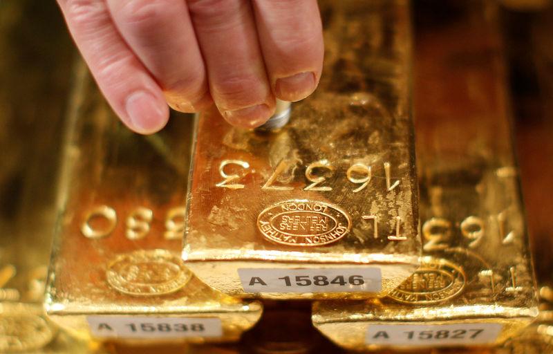 """全球央行""""买买买"""" 黄金价格持续走强映射避险需求"""