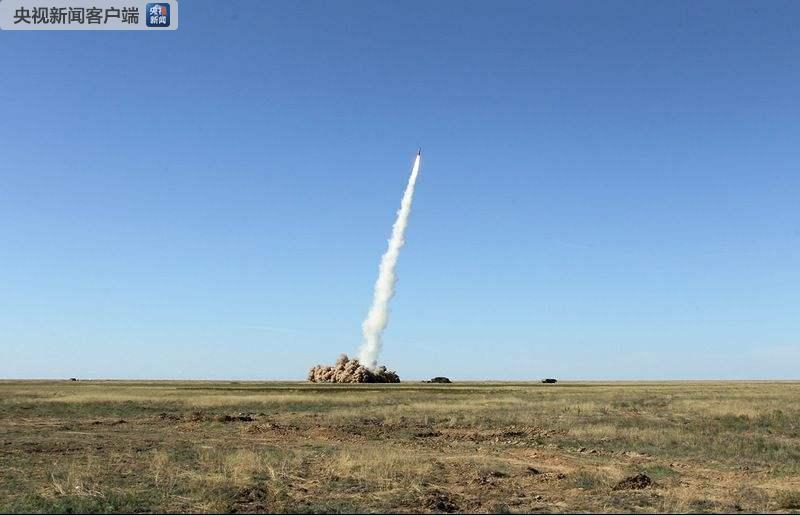 战术地地导弹发射