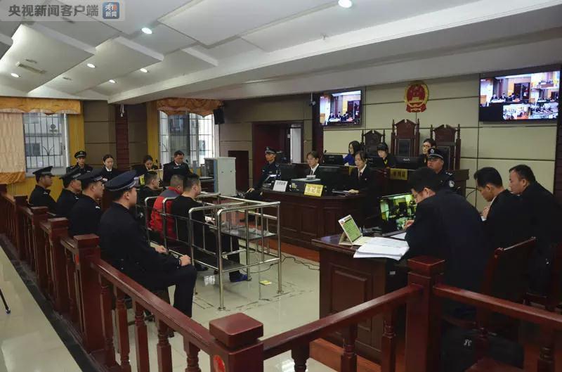 广西梧州黄金劫案3名被告受审 曾抢40余万元首饰