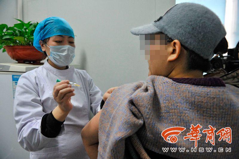 乌鲁木齐180支宫颈癌疫苗乌鲁木齐打胎医院3小时抢光 疫苗紧张接种需提