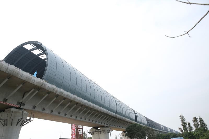 深茂铁路全球首例全封闭声屏障完工