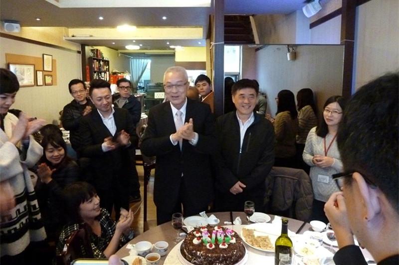 国民党主席吴敦义宴请台湾媒体。(图片来源:台湾《联合报》)