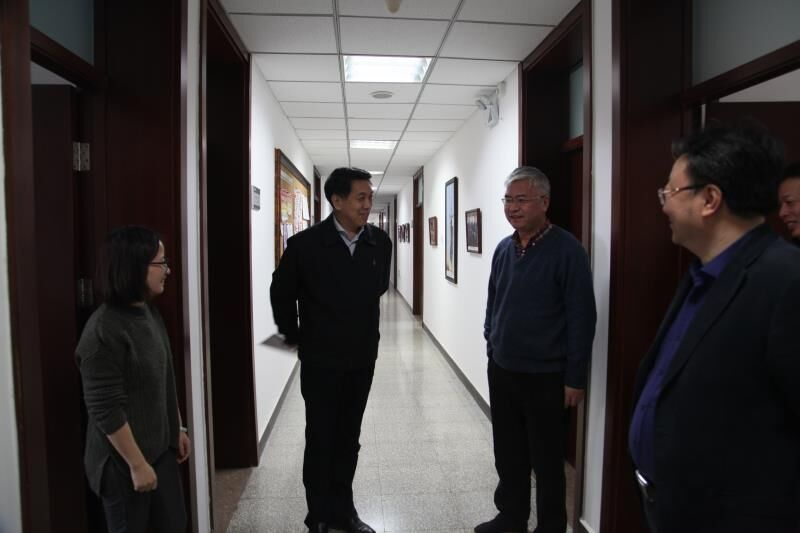 郑国光看望慰问中国地震局机关工作人员