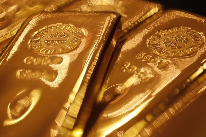 © Reuters. 美国再挥关税大棒黄金不涨反降 美元走强或是黄金最大风险