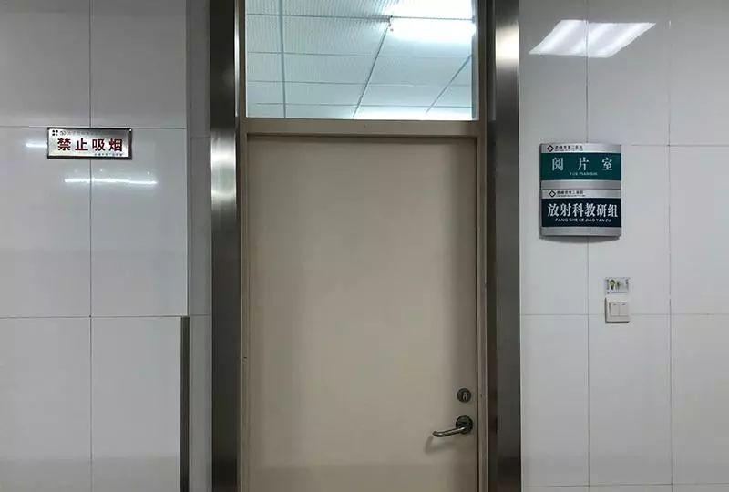 赤峰市第二医院放射科阅片室,田继伟曾在此办公。 殷梦昊 摄