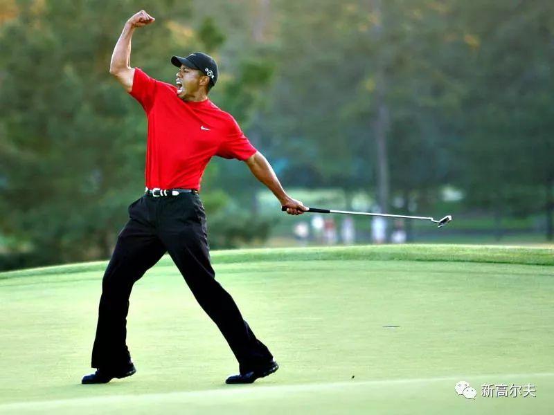 2005年伍兹赢得美国大师赛 图/Getty Images