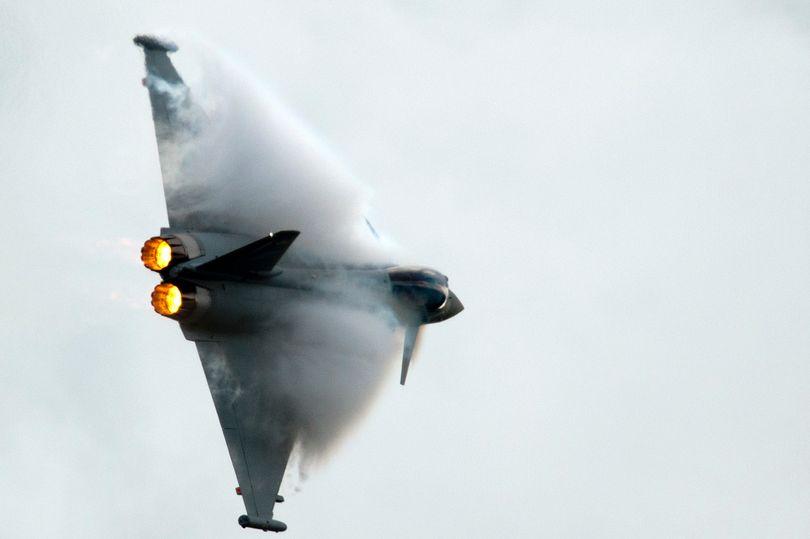 俄轰炸机逼近英国领空 皇家空军战机紧急