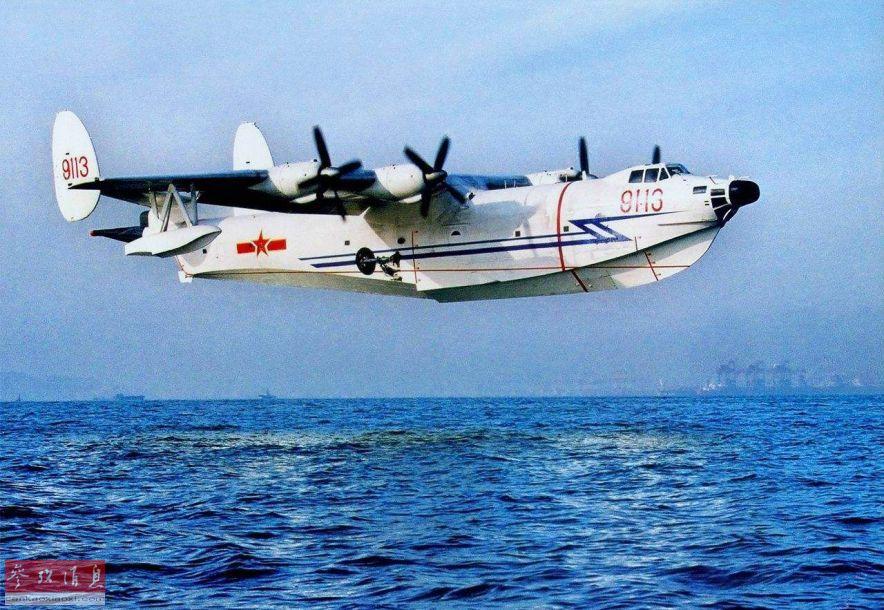 AG-600的首飞将填补中国近31年来无新型国产水上飞机的空白。此前中国自行研发的首款水上反潜轰炸机是水轰-5,该型机由哈尔滨飞机制造公司研发制造,于1976年首飞成功,1986年正式服役。但由于机载设备存在明显缺陷,无法达到军方要求,水轰-5最终未能投入量产,最终只有4架投入北海舰队服役。
