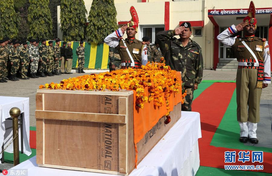 印度与巴基斯坦在边境发生交火 双方均有伤亡