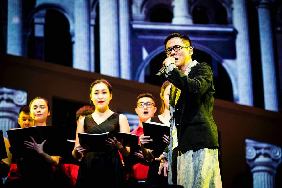 罗大佑时隔15年回京再跨年 万人合唱重回18岁