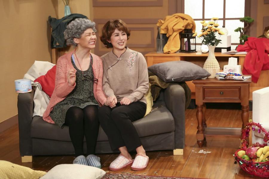 马丽主持《今夜现场秀》化身婆婆欢乐不停