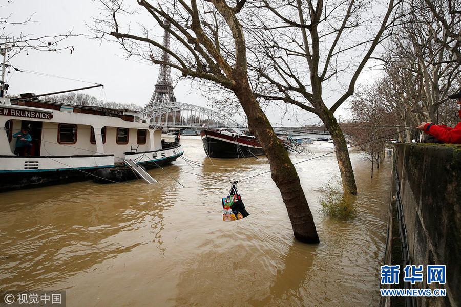 法国洪水泛滥 巴黎塞纳河水位猛涨