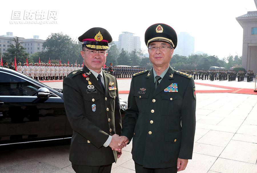 素拉蓬(左)与房峰辉(右)