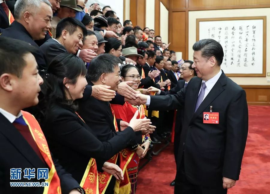 ▲2017年12月28日至29日,中央农村工作会议在北京举行。会前,习近平等亲切会见受邀列席全国农业工作会议的全国农业劳动模范和先进工作者代表。