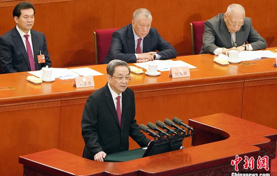3月3日,俞正声代表政协第十二届天下委员会常务委员会作任务讲演。(图源:中新网)