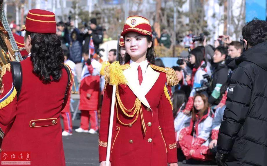 ▲朝鲜啦啦队正在进行表演。
